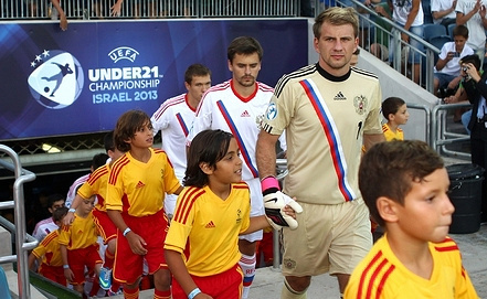 Российские футболисты выходят на поле