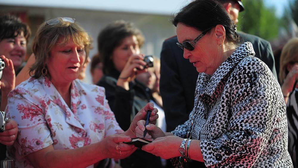 Сестра кинорежиссера А.Тарковского писательница Марина Тарковская (справа)