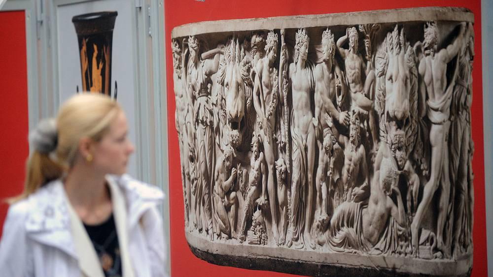 """Фотография """"Овального саркофага с Дионисийскими сценами"""""""