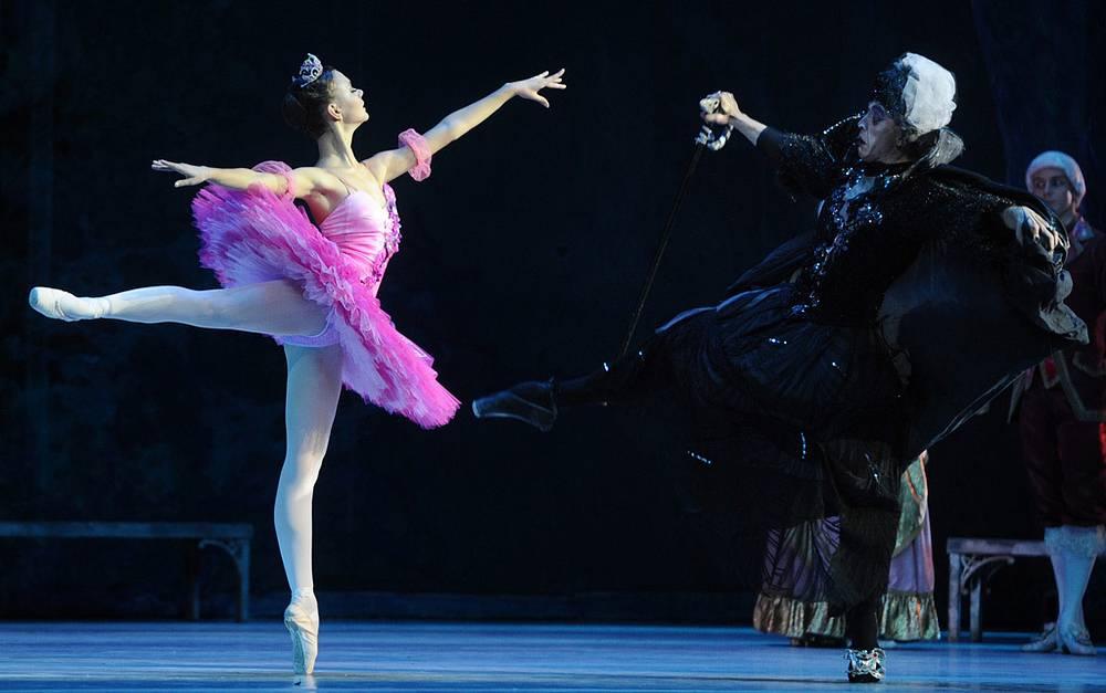 Кристина Бурцева (Фея Сирени) и Кирилл Ермоленко (злая фея Карабос)