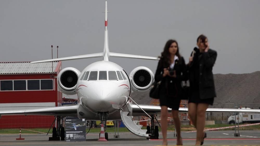 Реактивный самолет Dassault Falcon 2000