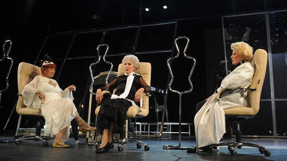 Ольга Аросева (Сирена Дековар), Вера Васильева (Камелия), Елена Образцова (Норма Кверчолини)