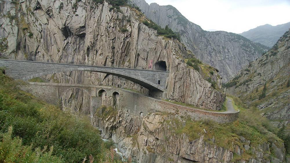 Новые чертовы мосты - пешеходный и автотранспортный