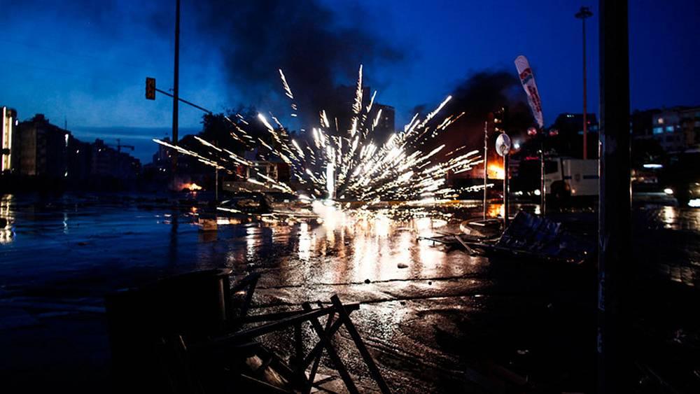 Анжело Цорцинис. Взрыв на площади Таксим в Стамбуле во время протестов против правительства  премьер-министра Турции Тайипа Эрдогана.