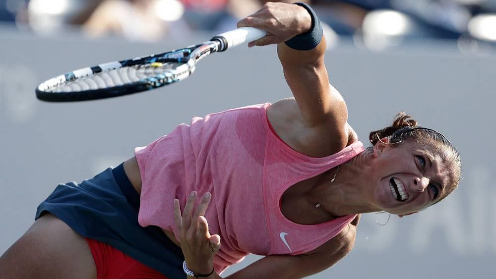 Итальянка Сара Эррани в матче против австралийки Оливии Роговской в первом раунде. Фото  EPA/JASON SZENES