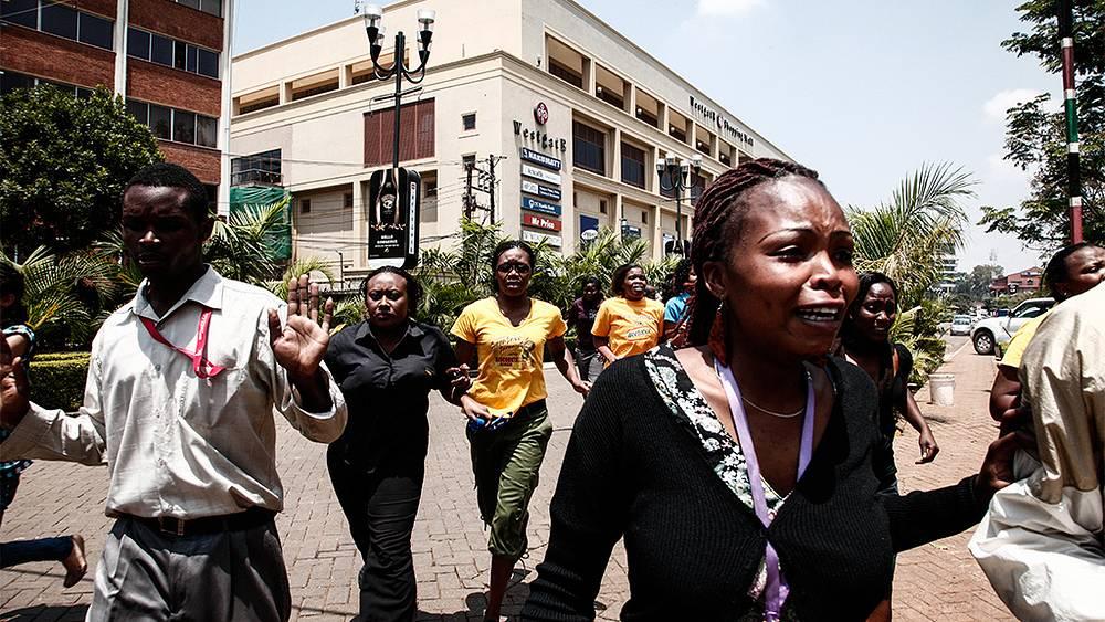 """Операция по освобождению заложников из торгового центра """"Уэстгейт"""". Фото EPA/KABIR DHANJI"""