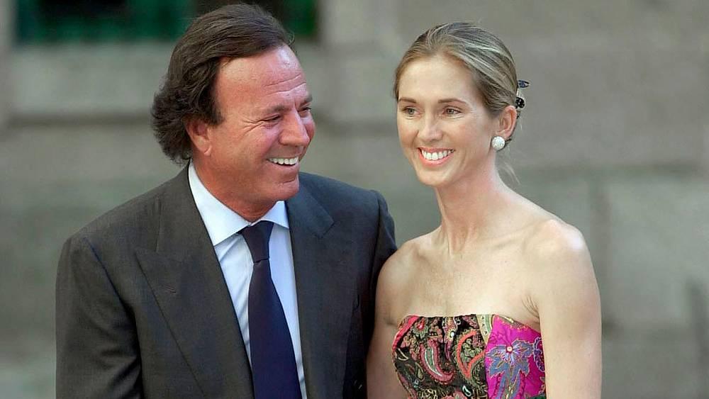 Хулио Иглесиас и Миранда Ринсбургер. 2009.  Фото  EPA/CHEMA MOYA