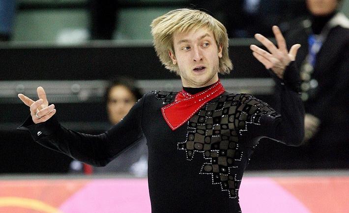 Евгений Плющенко выигрывает золотую медаль на Олимпийских играх в Турине. EPA/SERGEY CHIRIKOV