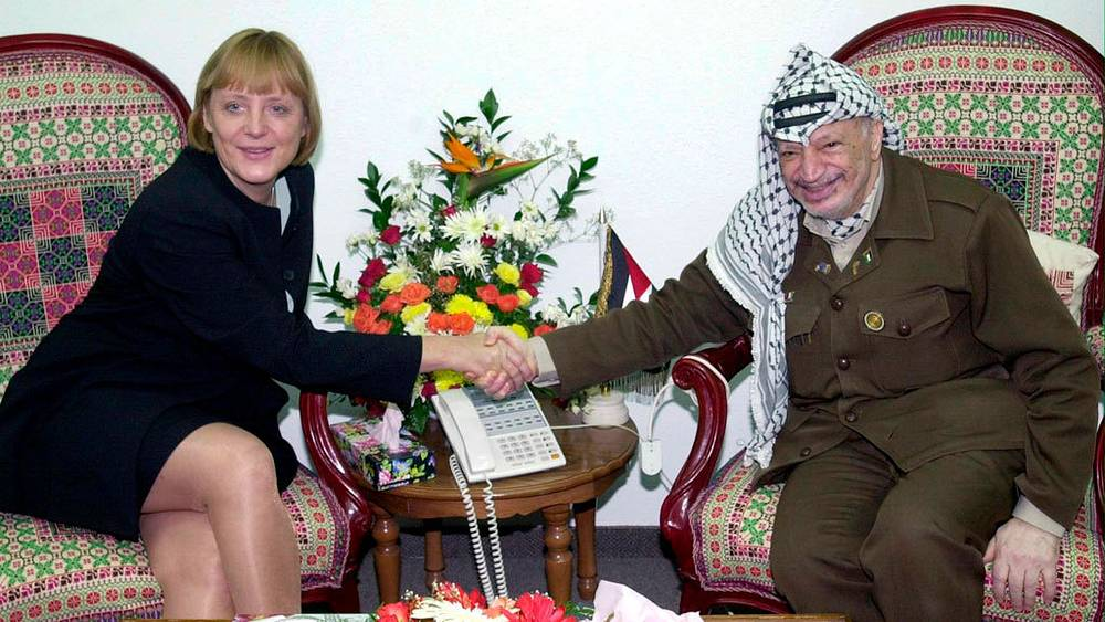 C Ясиром Арафатом. 2001/  EPA PHOTO PPO/MOHAMMED RAWAS