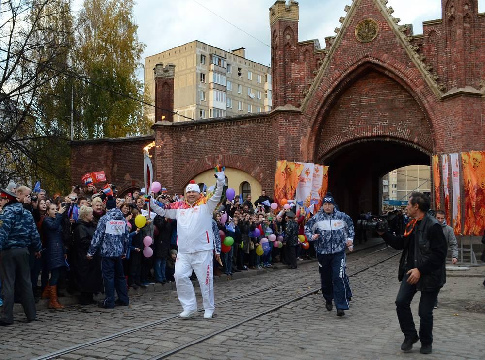 Эстафета олимпийского огня в Калининграде.