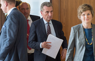 EU Energy Commissioner Gunther Oettinger (center) after the negotiations of the gas supplies between Ukraine and Russia