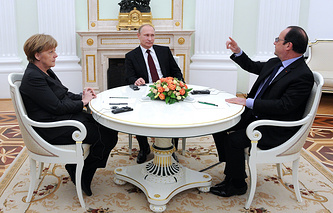 Канцлер Германии Ангела Меркель, президент России Владимир Путин и президент Франции Франсуа Олланд (слева направо) во время встречи в Кремле.