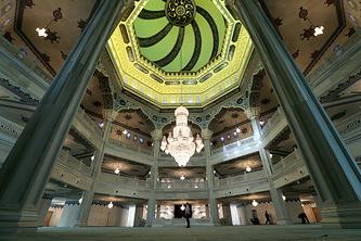 Главный молельный зал Московской соборной мечети
