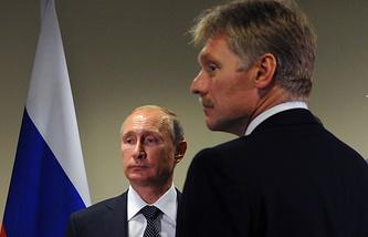 Президент России Владимир Путин и пресс-секретарь президента РФ Дмитрий Песков