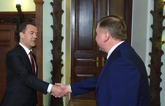 Премьер-министр России Дмитрий Медведев и премьер-министр Белоруссии Андрей Кобяков во время встречи