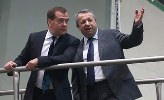 Дмитрий Медведев и Захар Смушкин. Фото ИТАР-ТАСС
