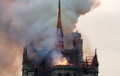 Notre Dame's spire, clock collapse due to fire