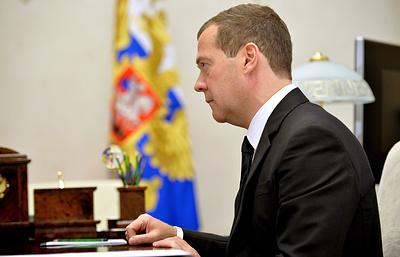 Медведев поручил подготовить предложения по использованию технологии электронной подписи