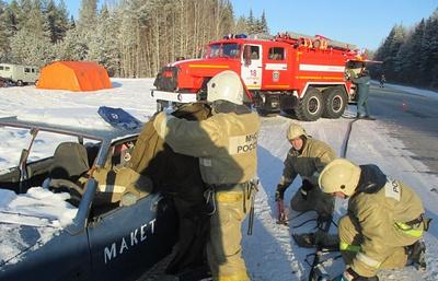 Спасатели Коми отработали навыки спасения на дорогах региона