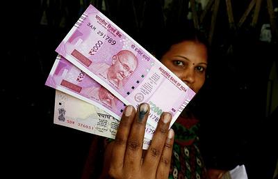 Индия намерена печатать пластиковые деньги