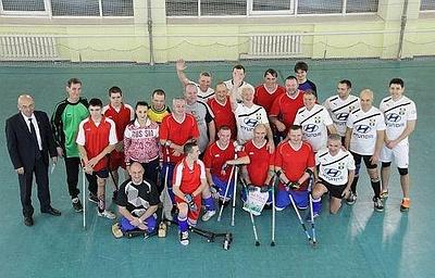 Футболисты-ампутанты сыграли товарищеский матч с ветеранами спорта Кузбасса
