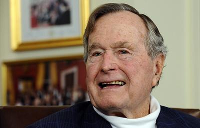 Джордж Буш-старший помещен в реанимацию