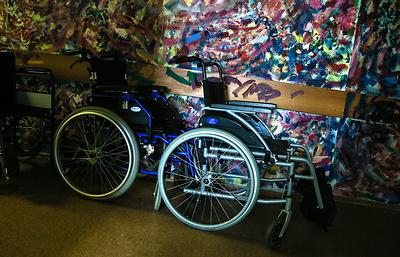 ФСС: проблемы с обеспечением инвалидов колясками связаны с дефицитом бюджета