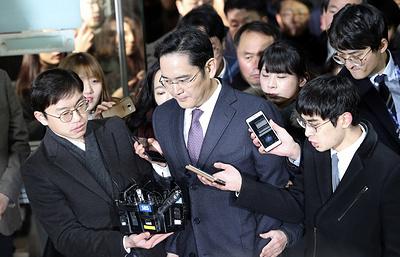 Вице-президент Samsung вышел из тюрьмы с улыбкой на лице и $2,1 млрд в кармане