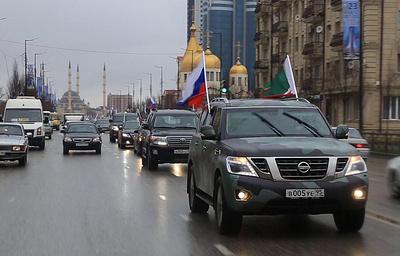 Около 500 автомобилей собрал автопробег в Чечне в честь годовщины принятия конституции