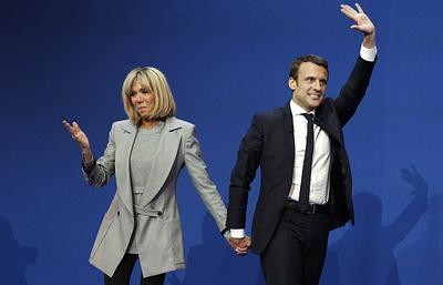 Charlie Hebdo опубликовал новую карикатуру на Макрона и его супругу