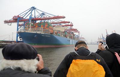 В порт Гамбург прибыл контейнеровоз MOL TRIUMPH