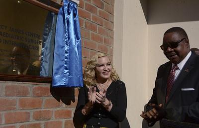 """Президент Малави назвал Мадонну """"символом материнского духа"""""""