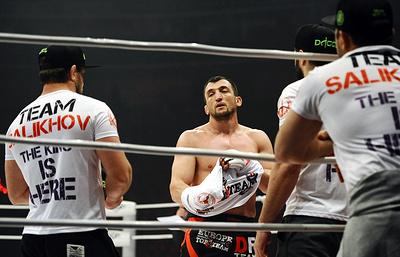 Российский боец Салихов подписал контракт с UFC