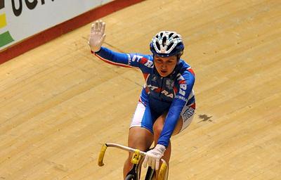 Россиянка Аугустинас завоевала серебро в гонке с выбыванием на ЧЕ по велотреку