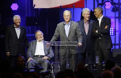 Пять экс-президентов США пришли на концерт по сбору средств для пострадавших от ураганов