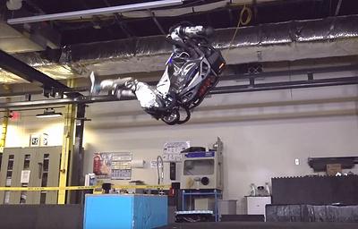 Американские ученые научили робота делать сальто назад