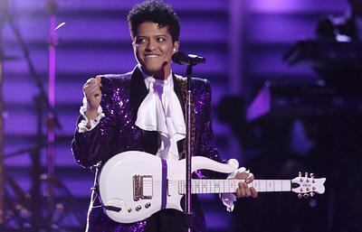 """Бруно Марс завоевал премию American Music Awards в главной номинации """"Артист года"""""""