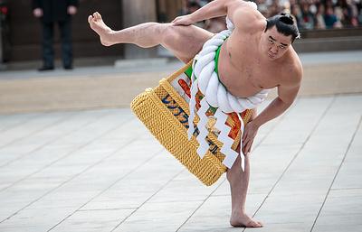 Великий чемпион сумо Харумафудзи отказался от своего титула из-за избиения другого борца