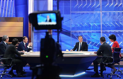 Что рассказал Медведев в интервью российским телеканалам