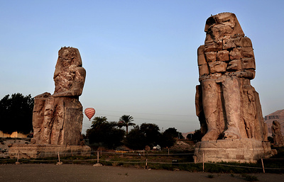 Археологи обнаружили 12 древнеегипетских статуй на месте храма в Луксоре