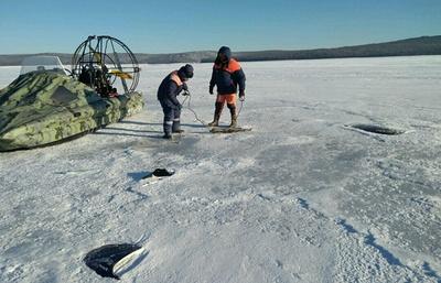 Следствие и МЧС приступили к работе на месте крушения вертолета на Братском водохранилище