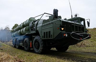 """Зенитные ракетные комплексы С-400 """"Триумф"""" заступают на боевое дежурство в Севастополе"""