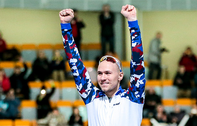 Конькобежец Кулижников одержал победу на дистанции 500 м на этапе КМ в Германии