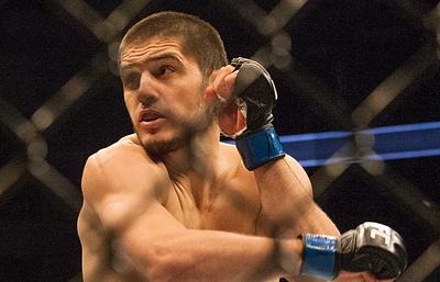 Россиянин Махачев может провести бой против американца Ли на турнире UFC 7 апреля