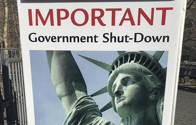 В США статуя Свободы закрыта для туристов из-за приостановки работы правительства