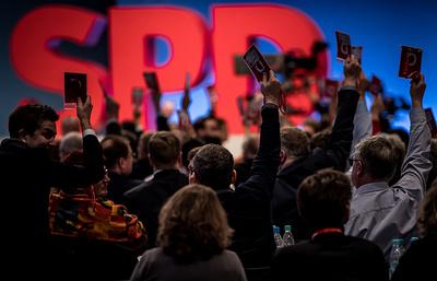 Делегаты съезда СДПГ проголосовали за начало переговоров с консерваторами ФРГ о коалиции