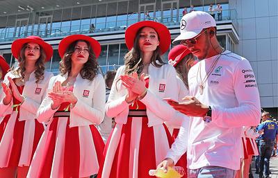 Кэри: «Формула-1» сможет оставаться гламурным спортом и без грид-герлз