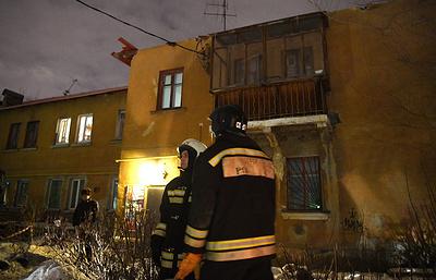 Три человека пострадали при обрушении крыши двухэтажного жилого дома в Екатеринбурге