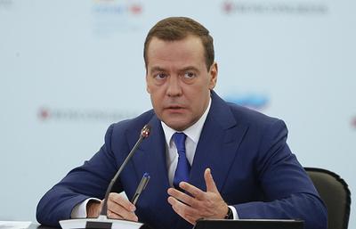 Медведев поздравил российских лыжников с серебром в эстафете на Олимпиаде