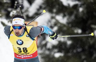 Мартен Фуркад победил в гонке преследования на этапе КМ по биатлону в Норвегии
